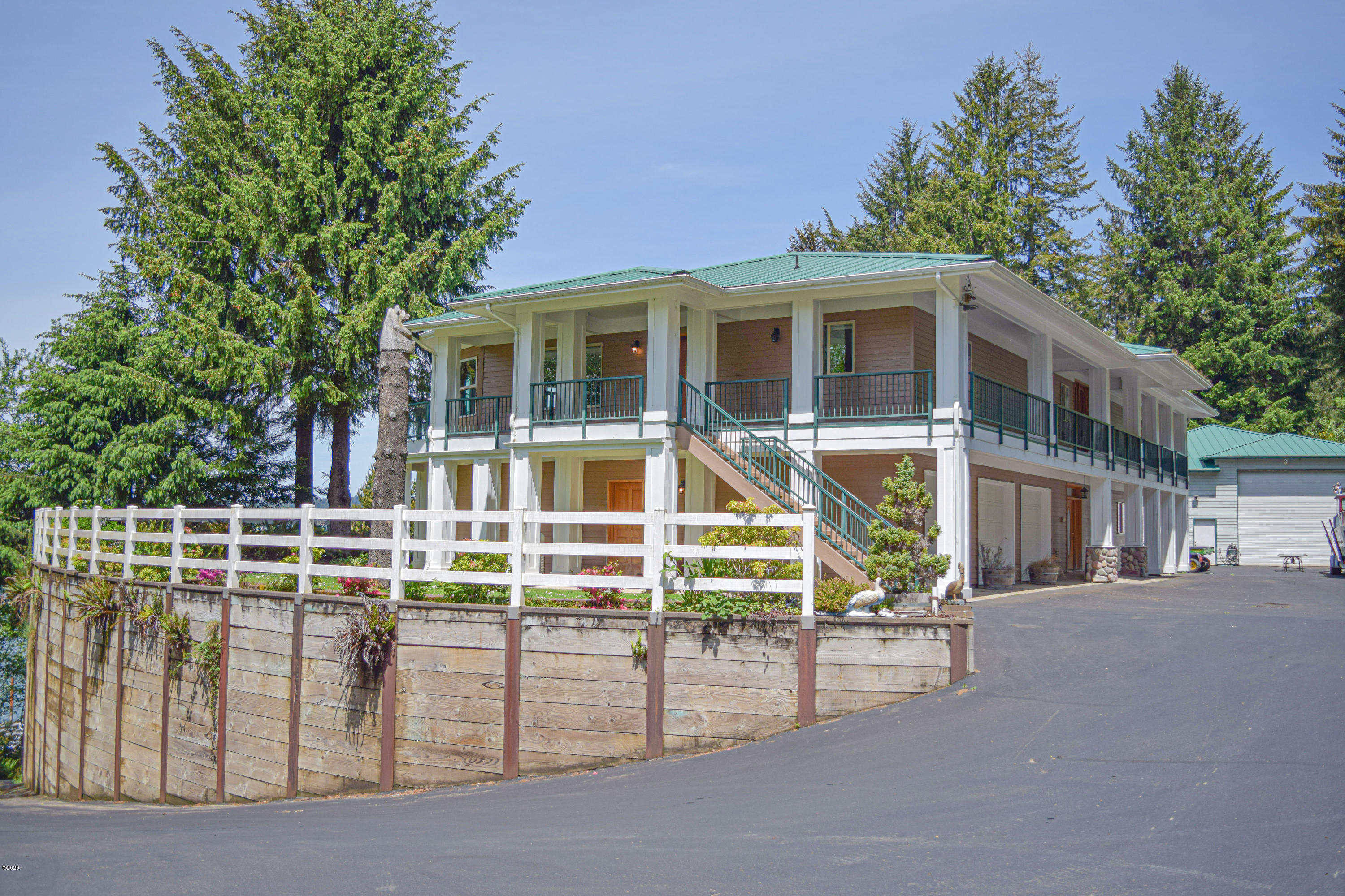 4525 Yaquina Bay Rd, Newport, OR 97365 - YB4