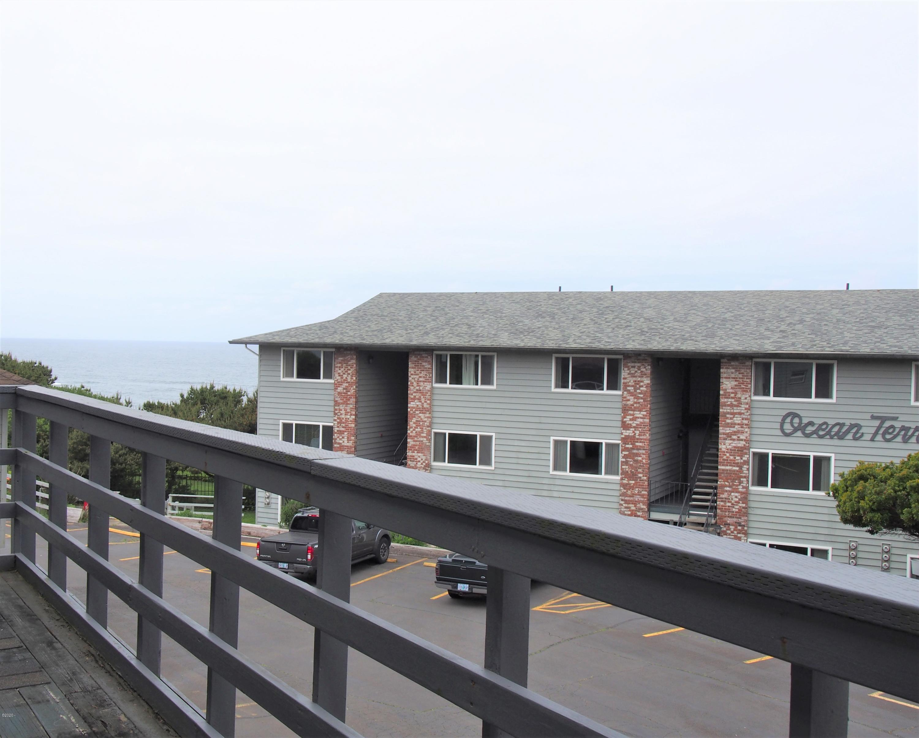 4229 SW Beach Ave, 38, Lincoln City, OR 97367 - deck left view