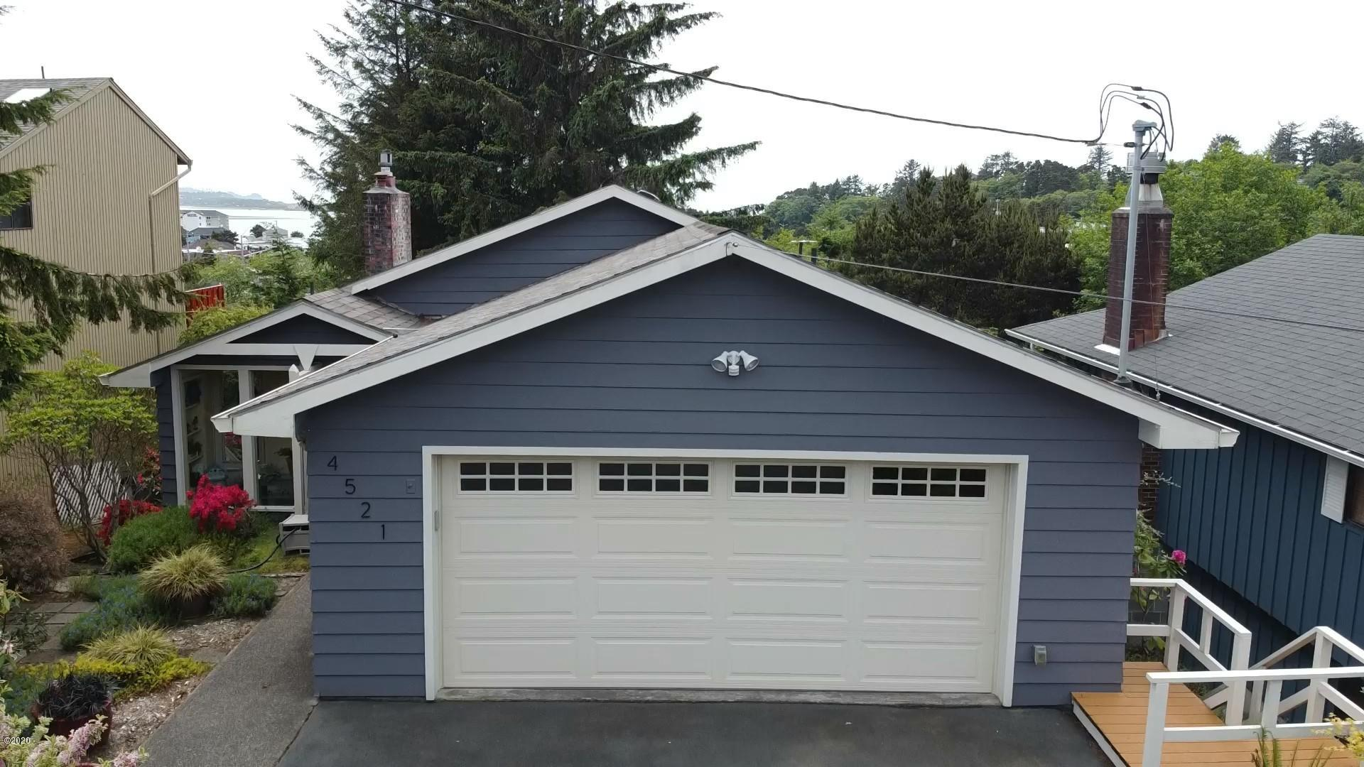 4521 SE High School Dr, Lincoln City, OR 97367 - Front drone photo