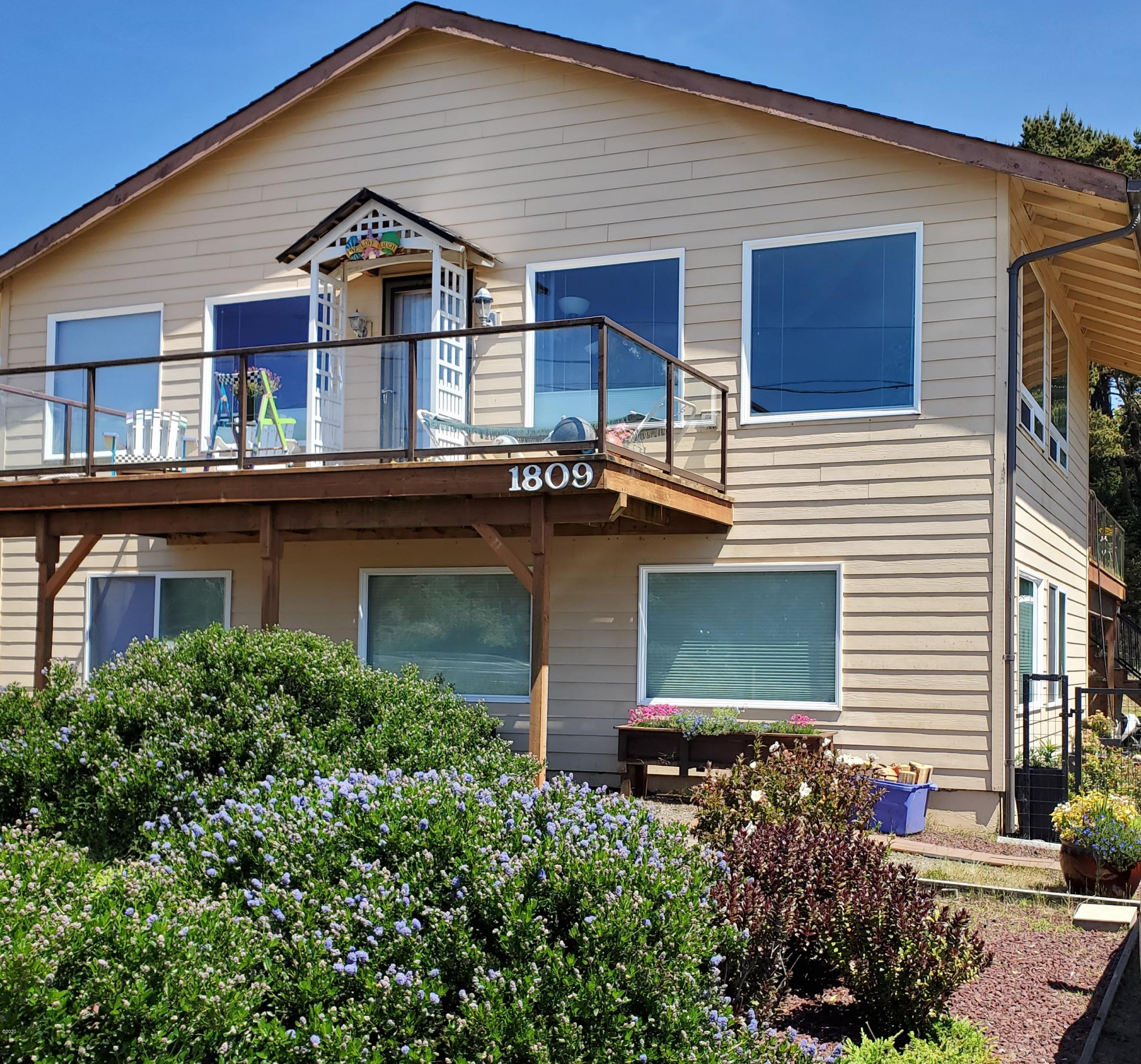 1809 NW Bayshore Dr, Waldport, OR 97394