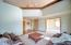 1744 NE 13th St, Lincoln City, OR 97367 - Living room