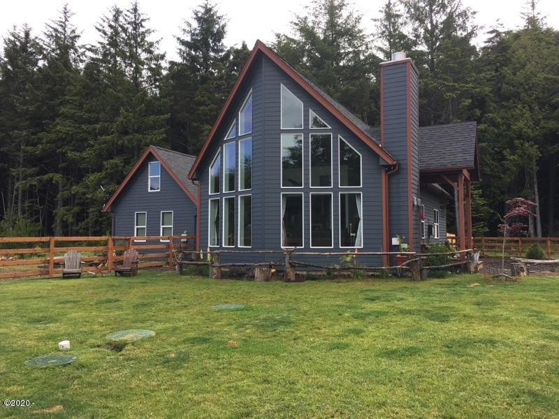 810 SW Wakeetum St, Waldport, OR 97394 - Front