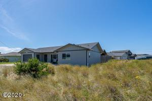 1002 NW Bayshore Dr., Waldport, OR 97394 - Beach House