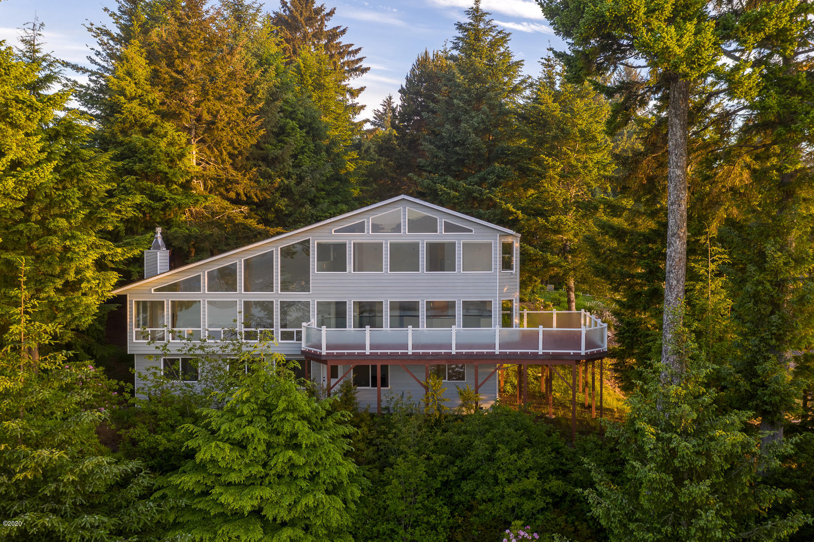 769 NW Highland Dr, Waldport, OR 97394