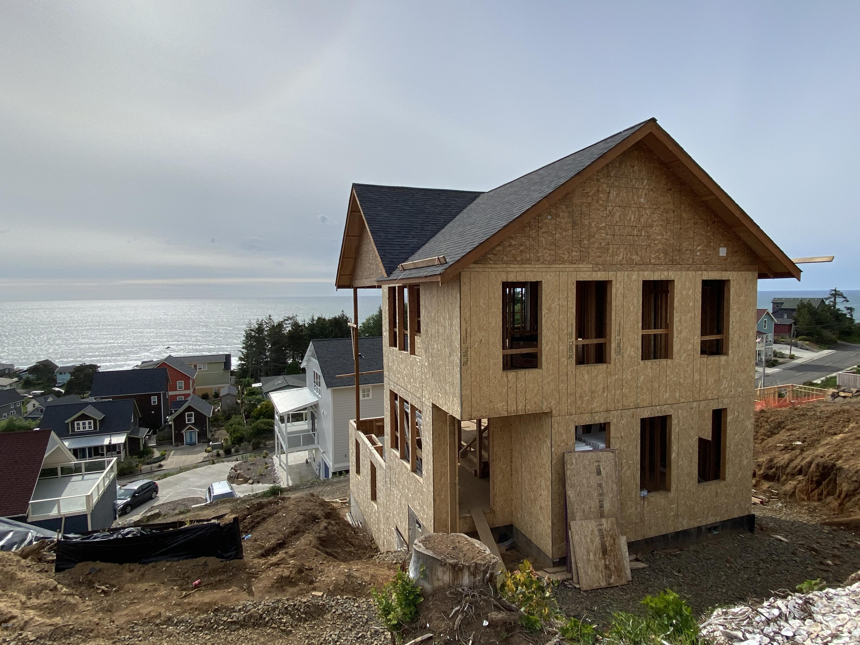 2447 SW Driftwood Lane, Lincoln City, OR 97367