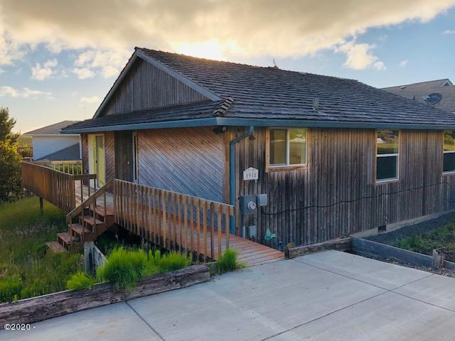 1918 NE Spindrift Ct, Lincoln City, OR 97367 - Front
