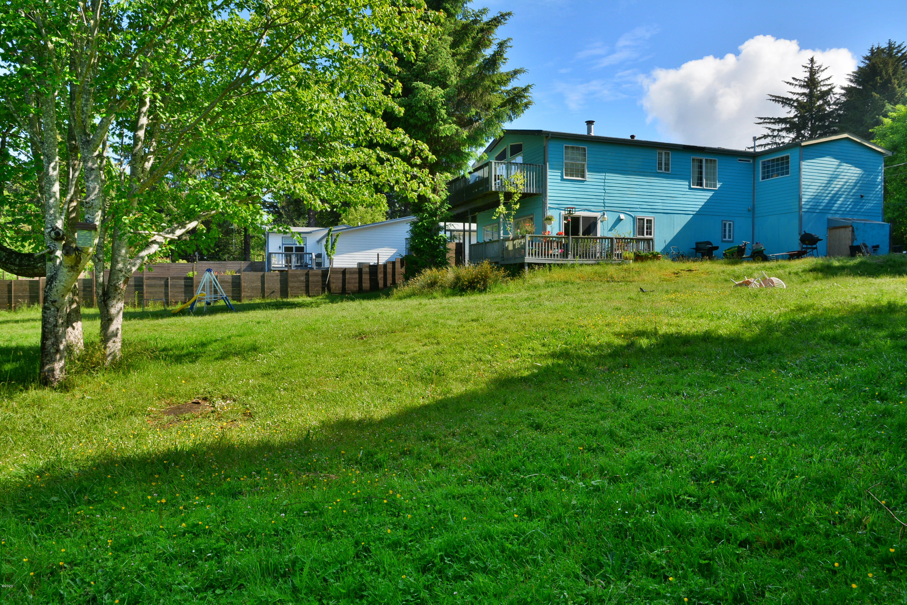 1819 NE Surf Ave, Lincoln City, OR 97367 - Rear Yard to House