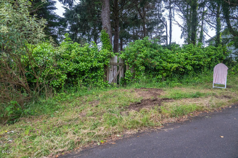 TL 5400 SW 11th St, Lincoln City, OR 97367 - Lot and fence_gate