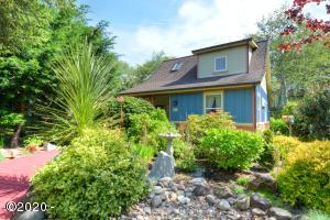 2040 Overleaf Loop, Yachats, OR 97498 - Front Of The Home