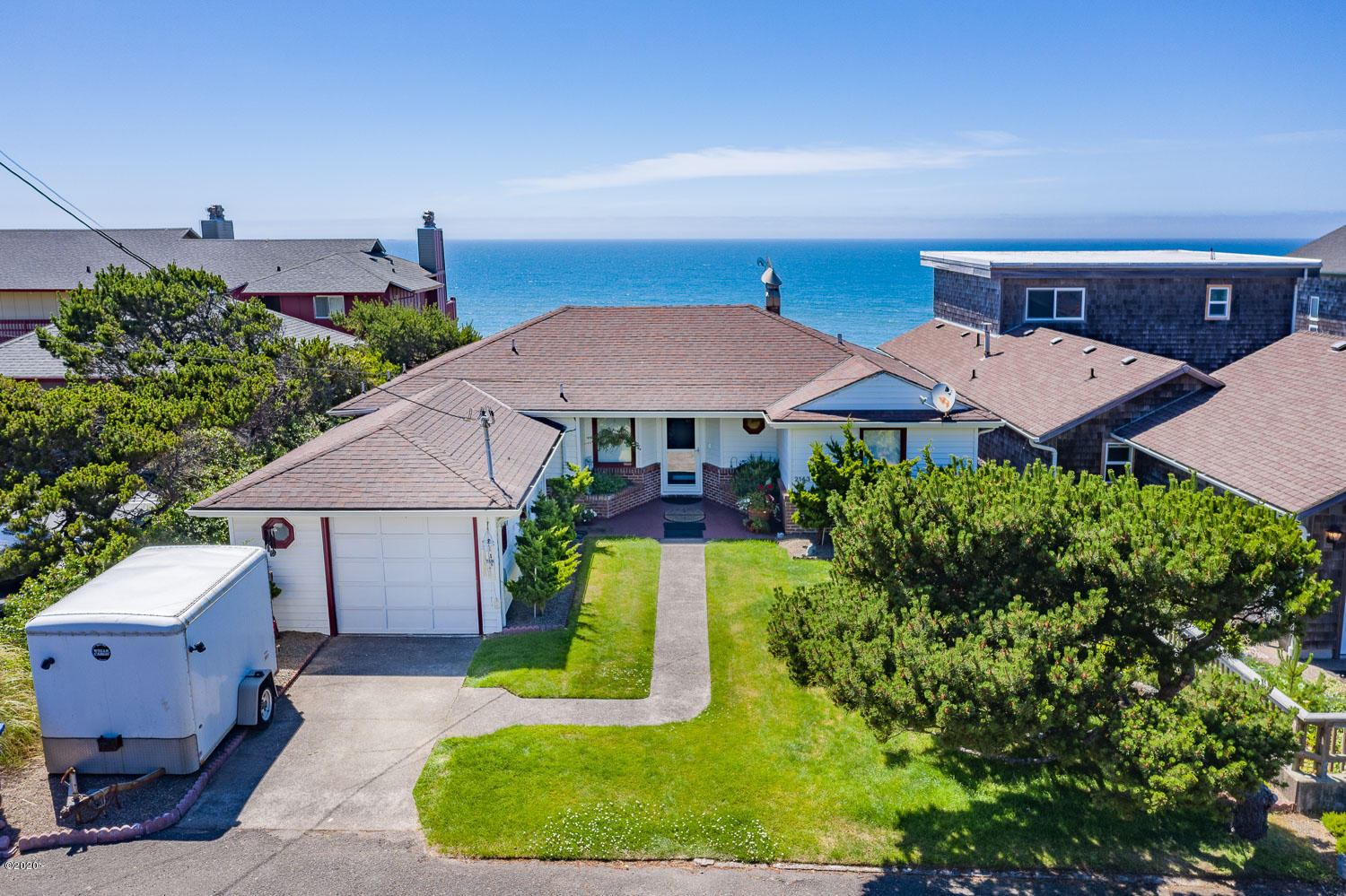 2143 NW Inlet Ave, Lincoln City, OR 97367 - Front
