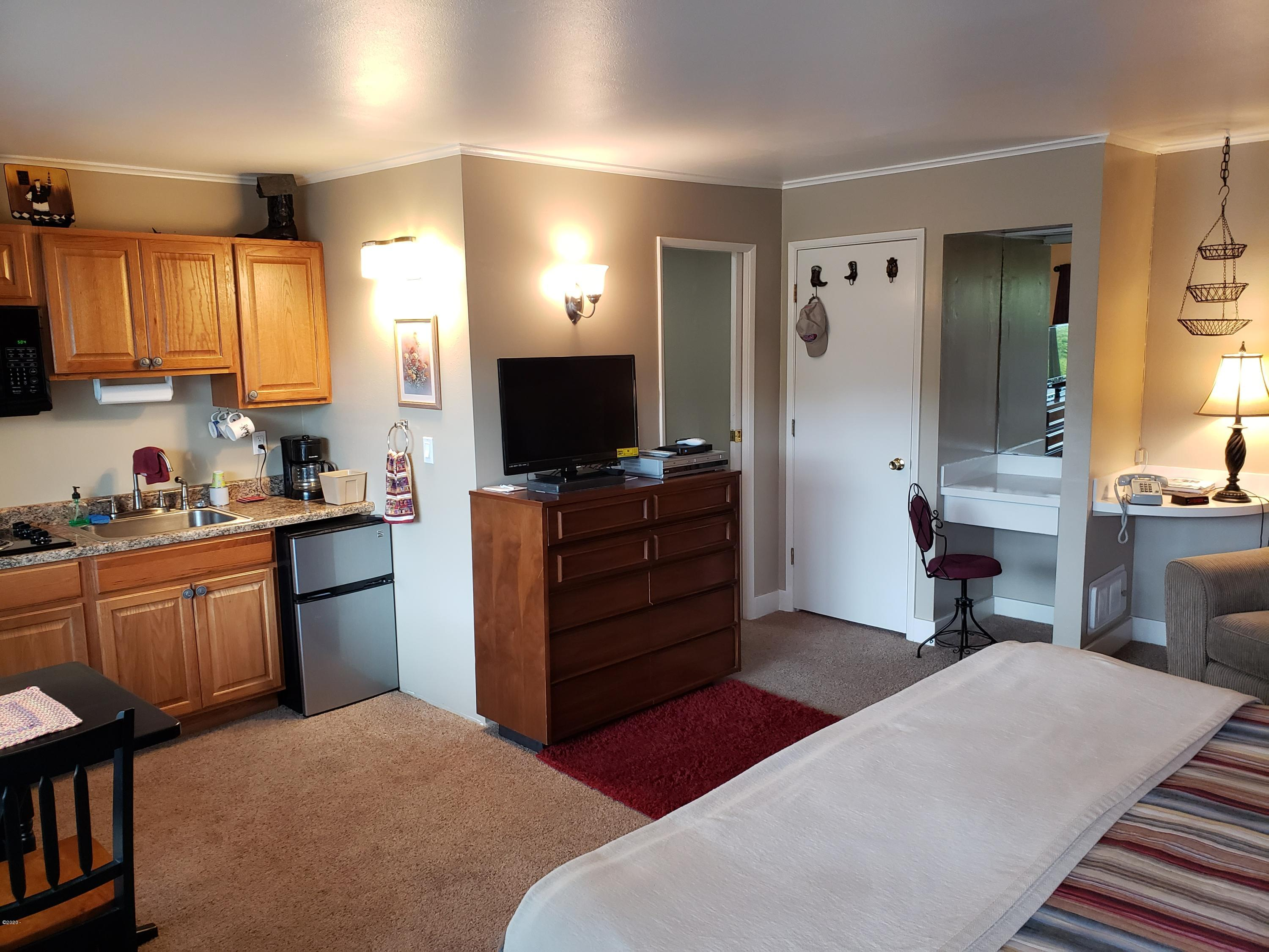 4229 SW Beach Ave, #35, Lincoln City, OR 97367
