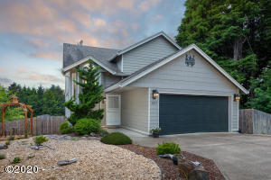 1897 SE 19th St, Lincoln City, OR 97367 - Front of house