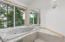 769 NW Highland Dr, Waldport, OR 97394 - Master bath tub