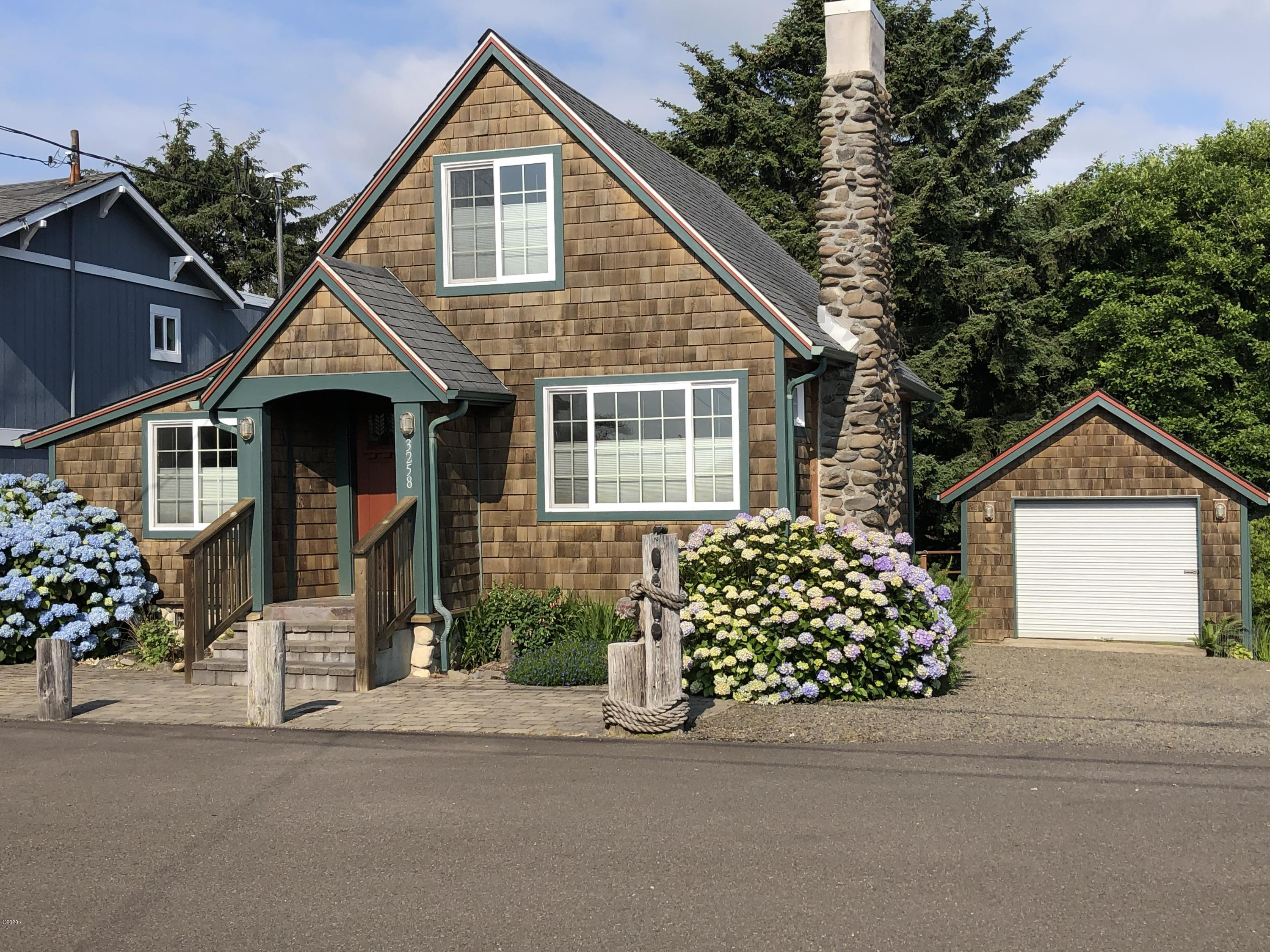 3258 SW Beach Ave, Lincoln City, OR 97367 - Front of the house