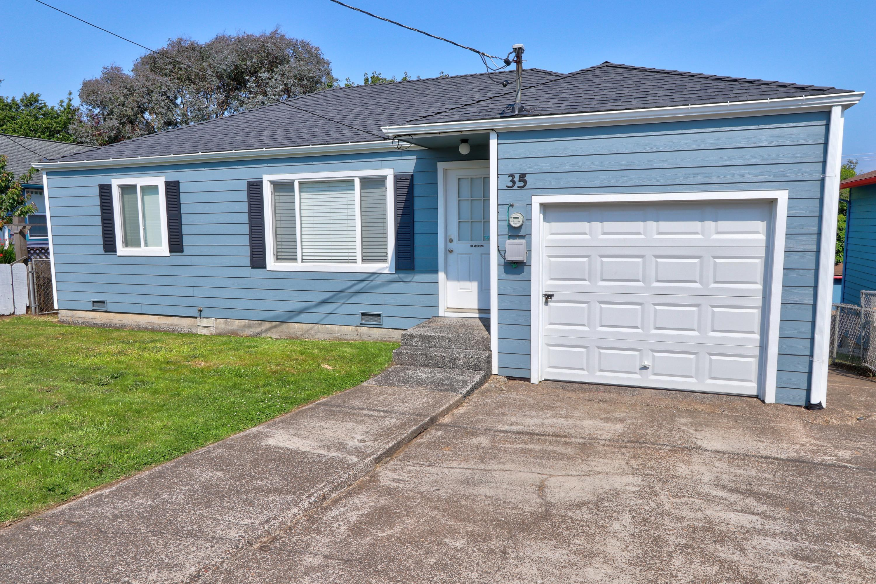 35 SW Cottage St, Newport, OR 97365 - Front of House