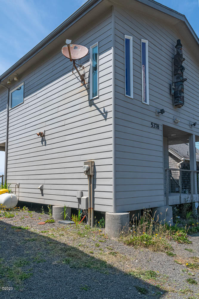 5378 SW Pacific Coast Hwy, Waldport, OR 97394 - East side