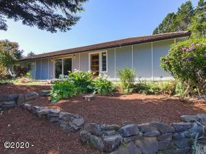 40 Spruce Ct, Depoe Bay, OR 97341 - Front view