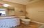 2144 NW Jetty Ave, Lincoln City, OR 97367 - Upper full guest bath