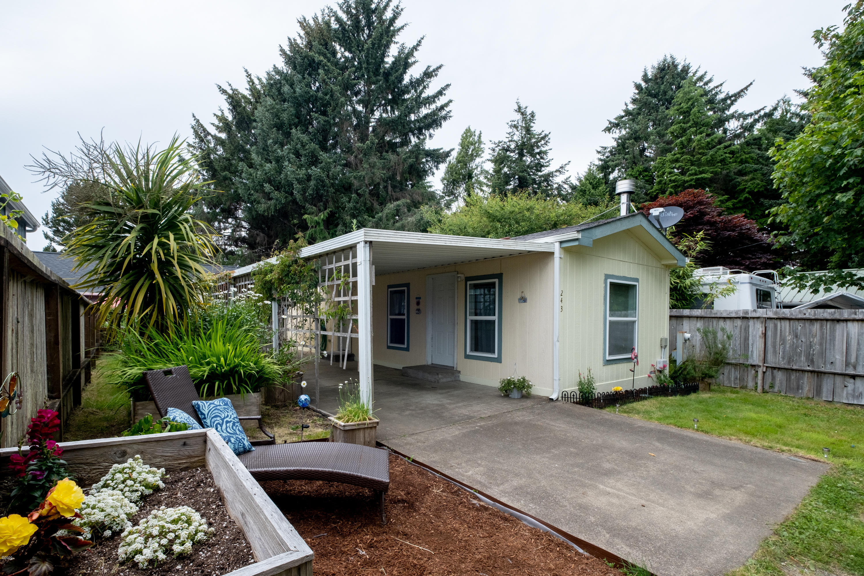 243 SE Quay Ave, Lincoln City, OR 97367 - Front View
