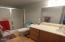 720 SW 6th St, 208, Newport, OR 97365 - Master bath