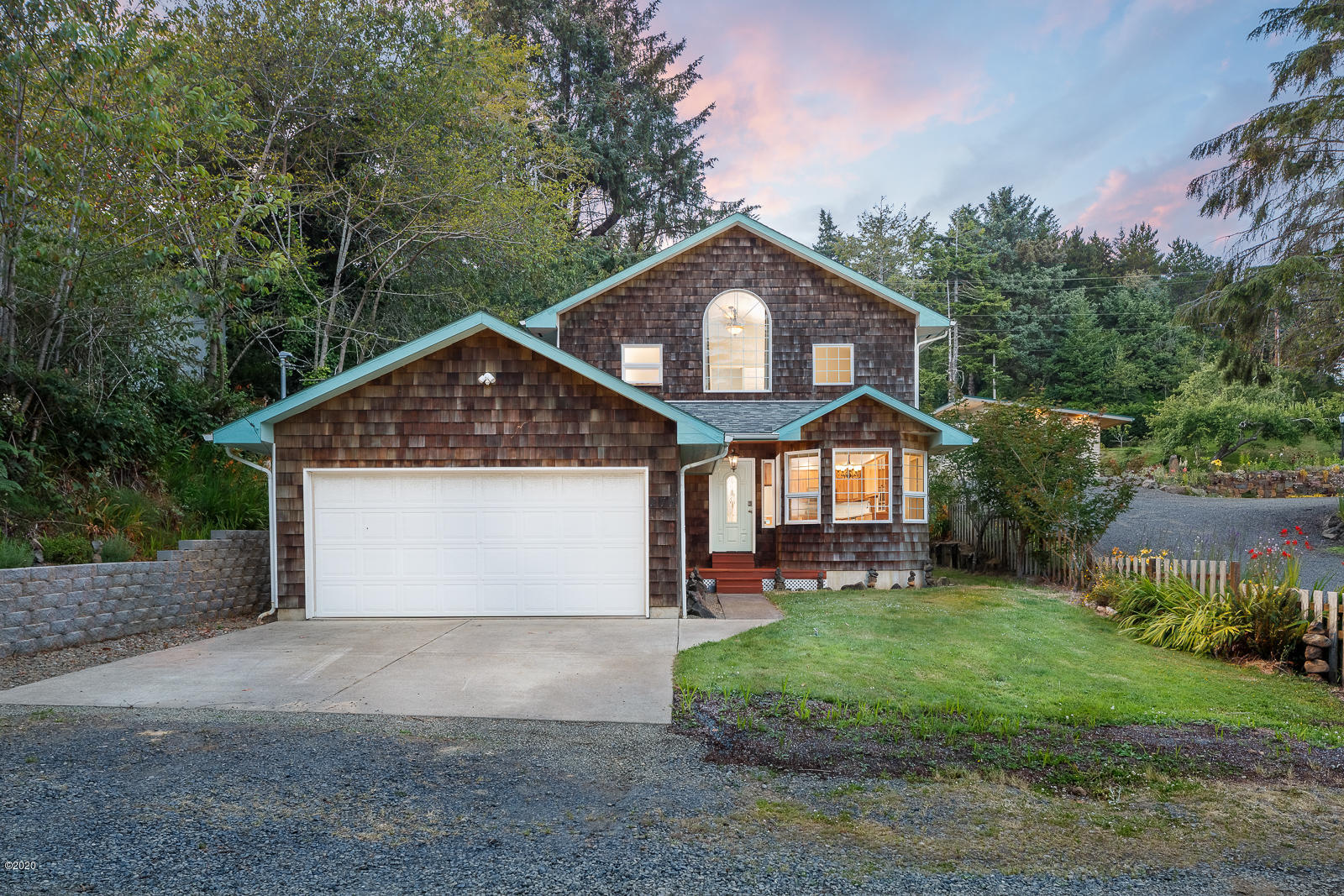 275 NE 53rd St, Newport, OR 97365