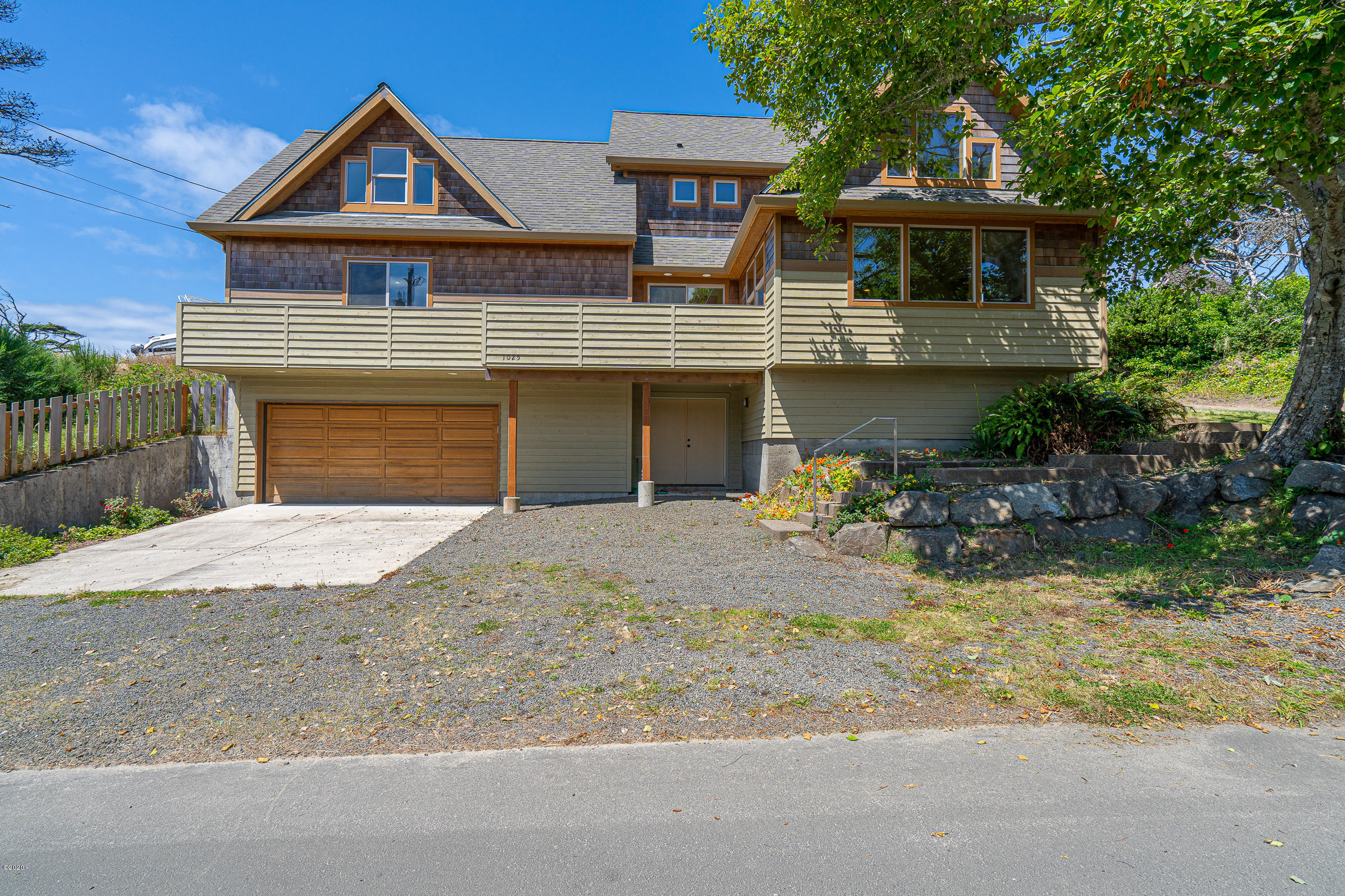 1025 NW Inlet Ave., Lincoln City, OR 97367 - Handsome Curbside