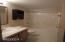 285 Seagrove Lp, Lincoln City, OR 97367 - Main bath w/ 2 entries