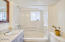213 NE 11th St, Newport, OR 97365 - Bathroom
