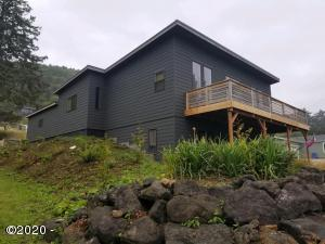 215 Windsong St, Yachats, OR 97498 - Northwest side