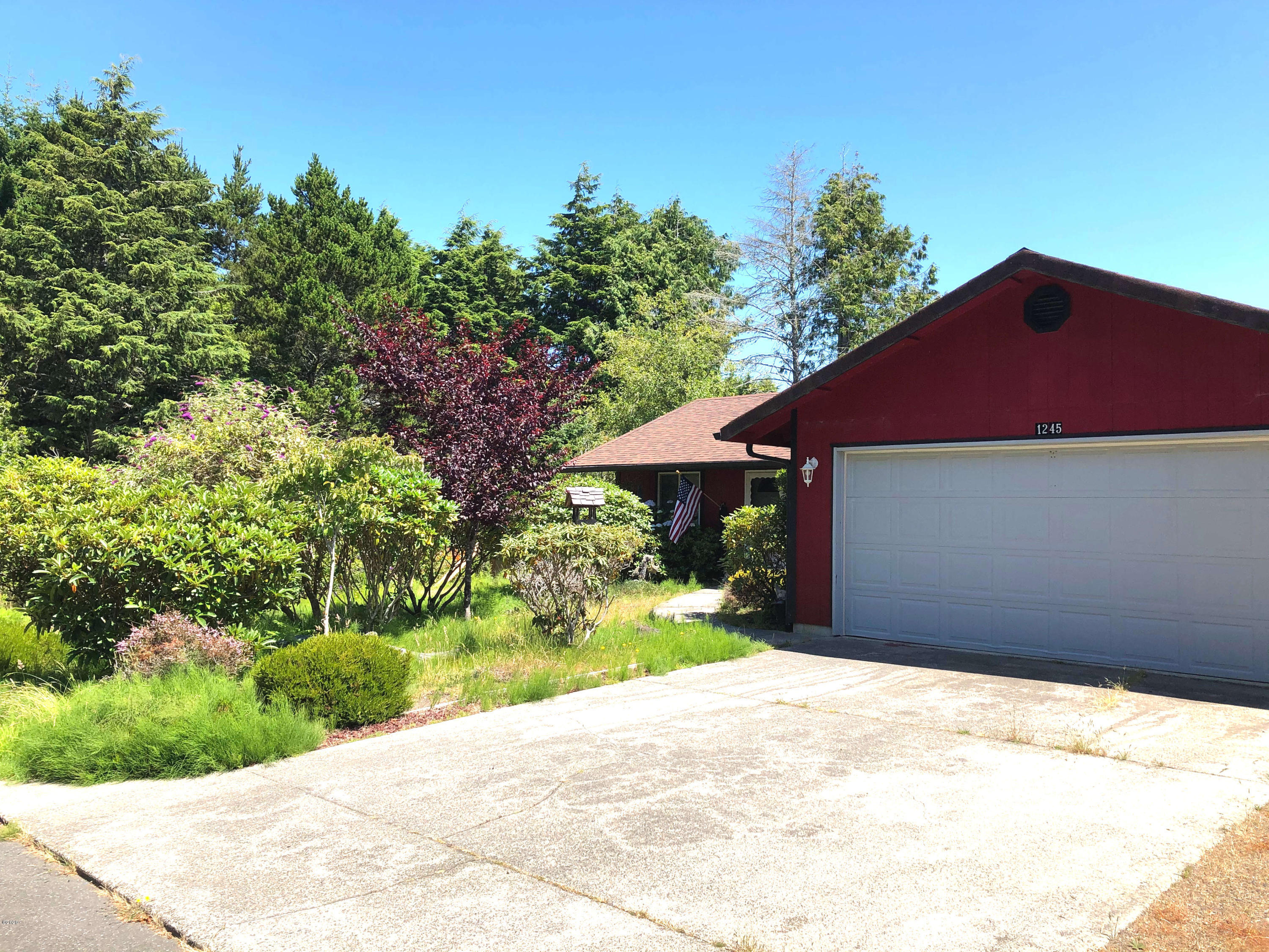 1245 SW Fairway Dr, Waldport, OR 97394 - House Front