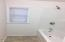 3570 N Hwy 101, Depoe Bay, OR 97341 - Unit B Tub Pic