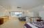 636 E Olive St, Newport, OR 97365 - Upstairs