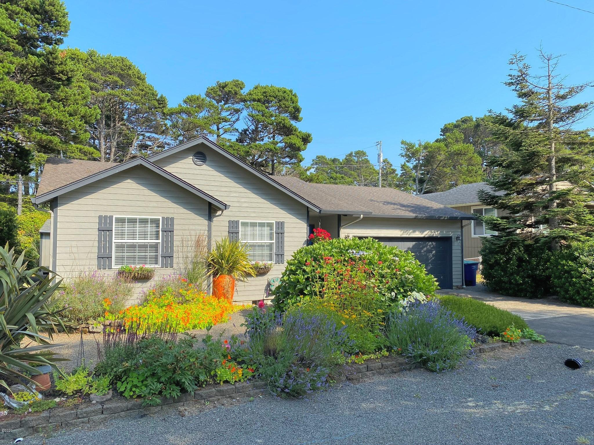 5860 Hacienda Ave, Gleneden Beach, OR 97388