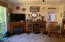 114 E Easter Valley Rd, Tidewater, OR 97390 - Family room