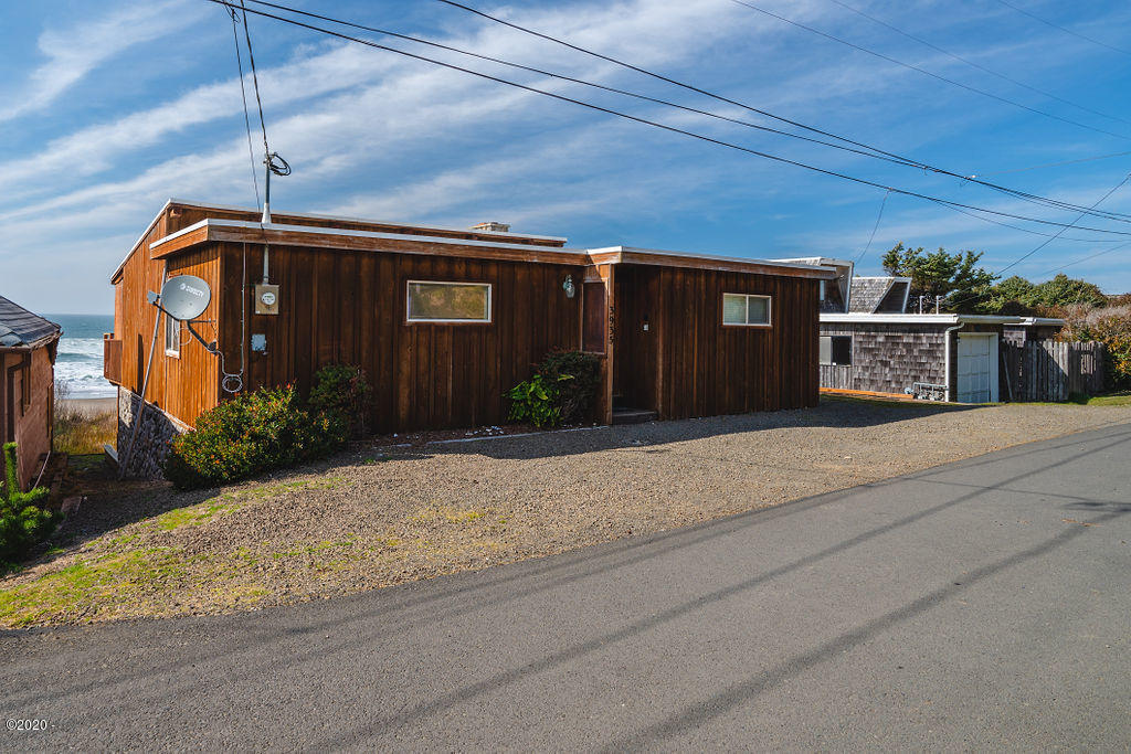 3935 Lincoln Ave, Lincoln City, OR 97367