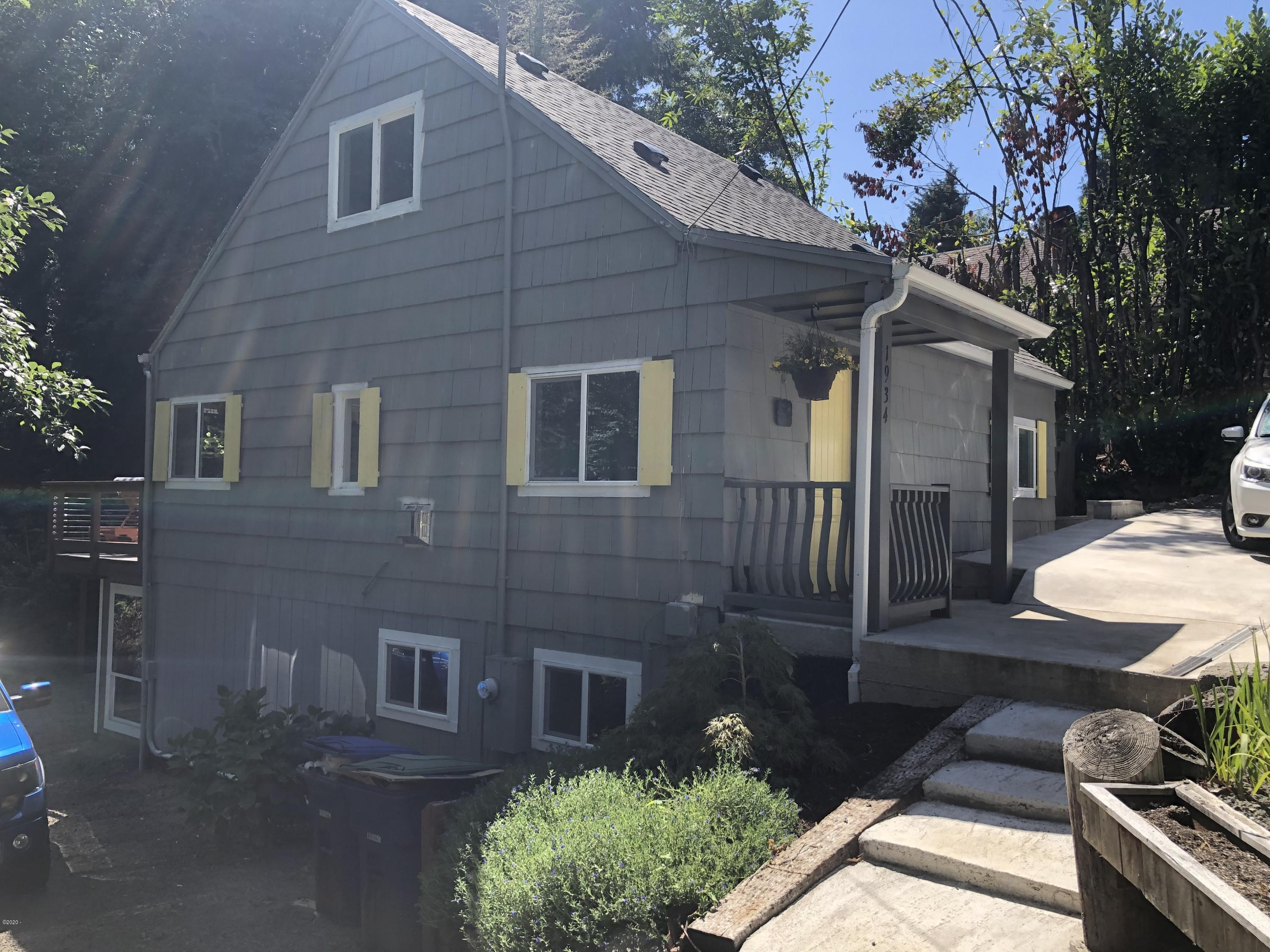 1934 NE 14th St, Lincoln City, OR 97367 - Charming Cottage