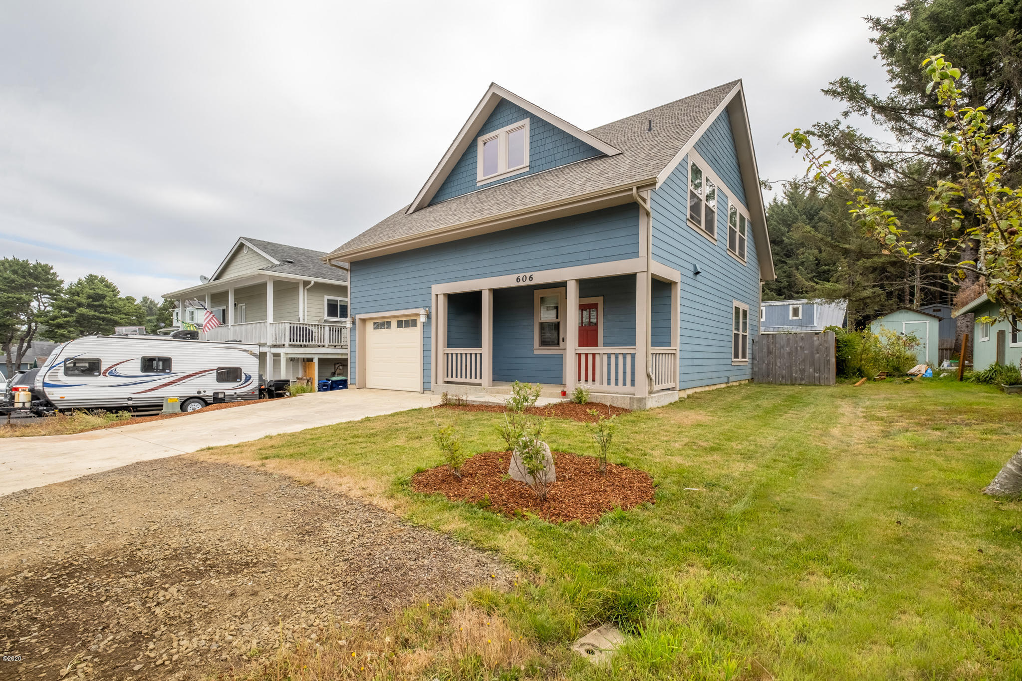 606 SE Jetty Ave, Lincoln City, OR 97367 - Front elevation