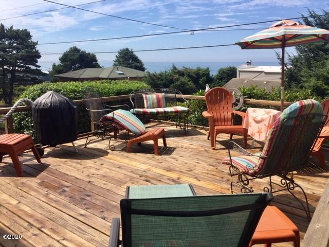 7508 NE Neptune Dr, Lincoln City, OR 97367 - Front Deck