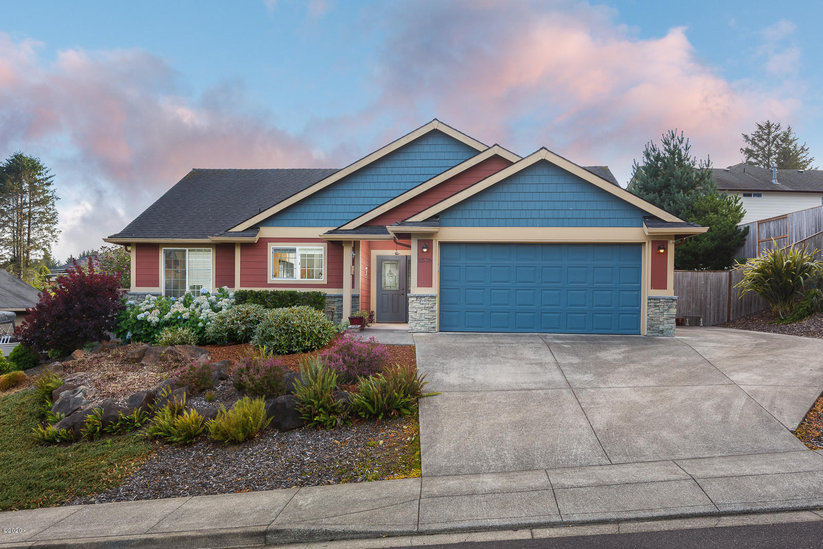 2576 NE 55th Place, Lincoln City, OR 97367