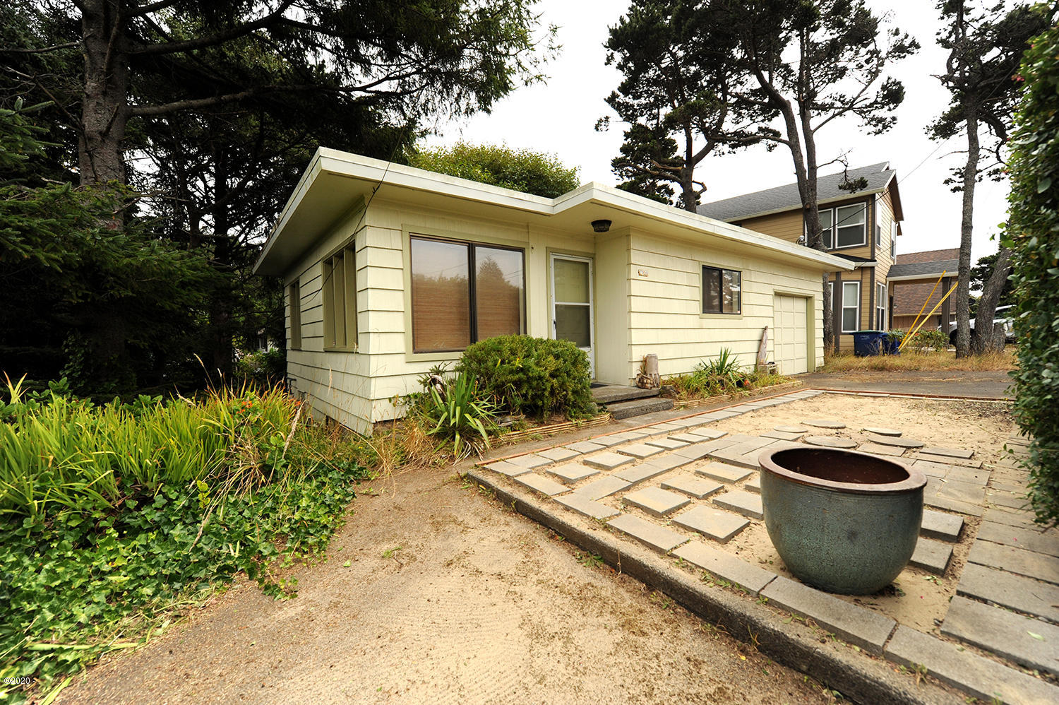2320 NW Jetty Ave, Lincoln City, OR 97367 - Front Entry