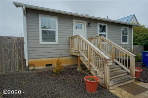 1251 SW 63rd St, Lincoln City, OR 97367 - Cutler City Cutie
