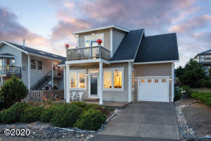 1911 NE 67th St, Lincoln City, OR 97367 - Front of House