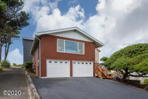 523 SW Ebb Ave, Lincoln City, OR 97367 - Front