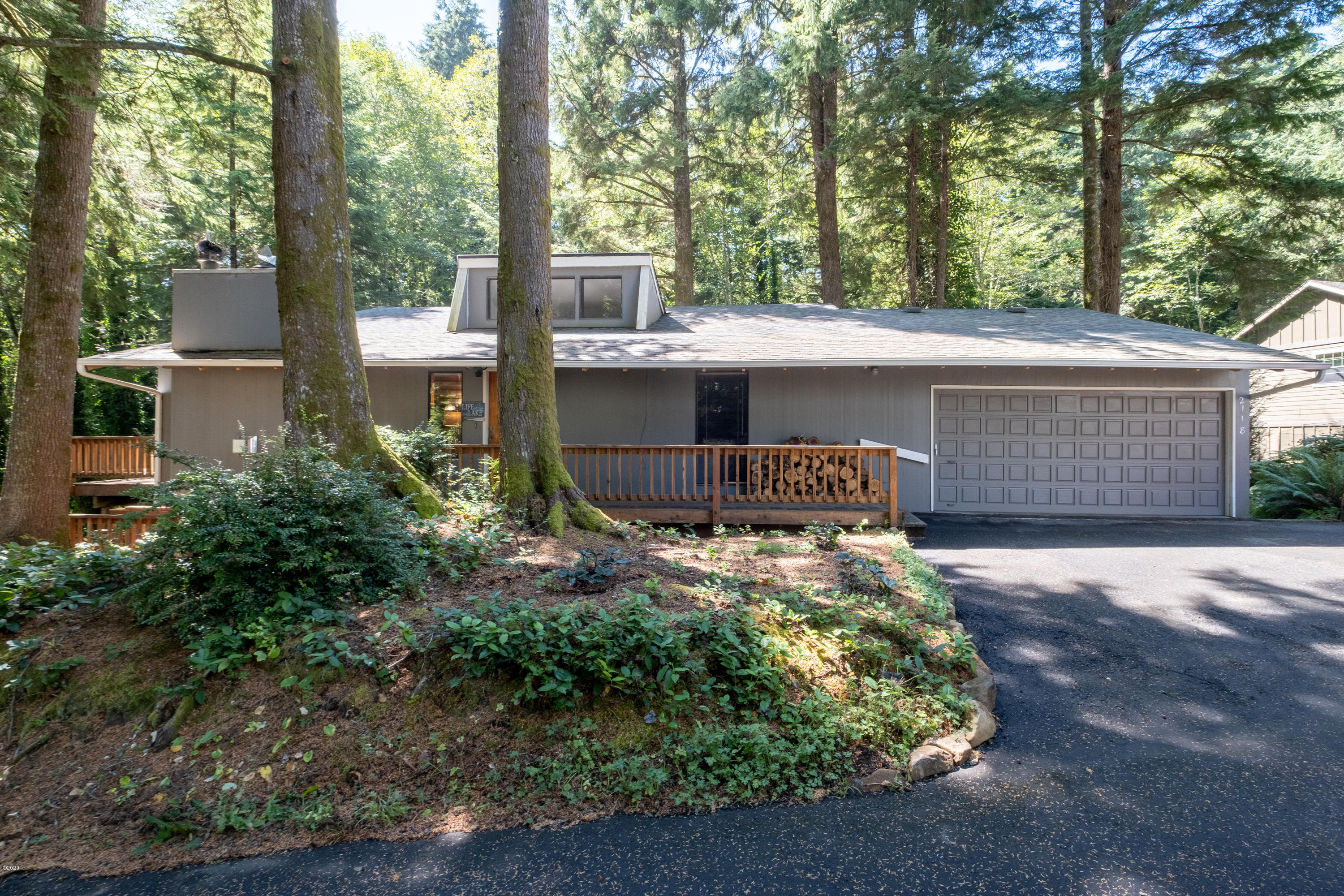 2118 NE Indian Shores Dr, Lincoln City, OR 97367 - Front View