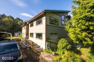 214 NE Camp One St, Yachats, OR 97498 - front