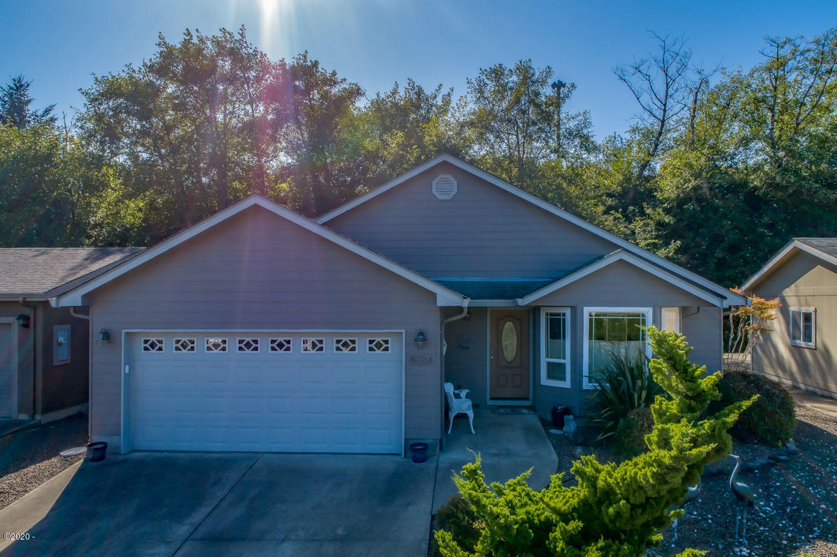 4558 SE Heron Loop, Lincoln City, OR 97367 - Front