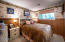440 Edgecliff Dr, Waldport, OR 97394 - Guest room 3