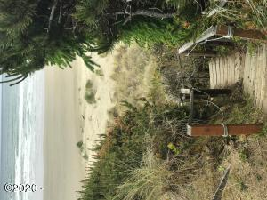 LOT 1 NW Powe Drive, Waldport, OR 97394 - Access to the nearby beach