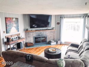 525 Lange St, Depoe Bay, OR 97341 - Living Room