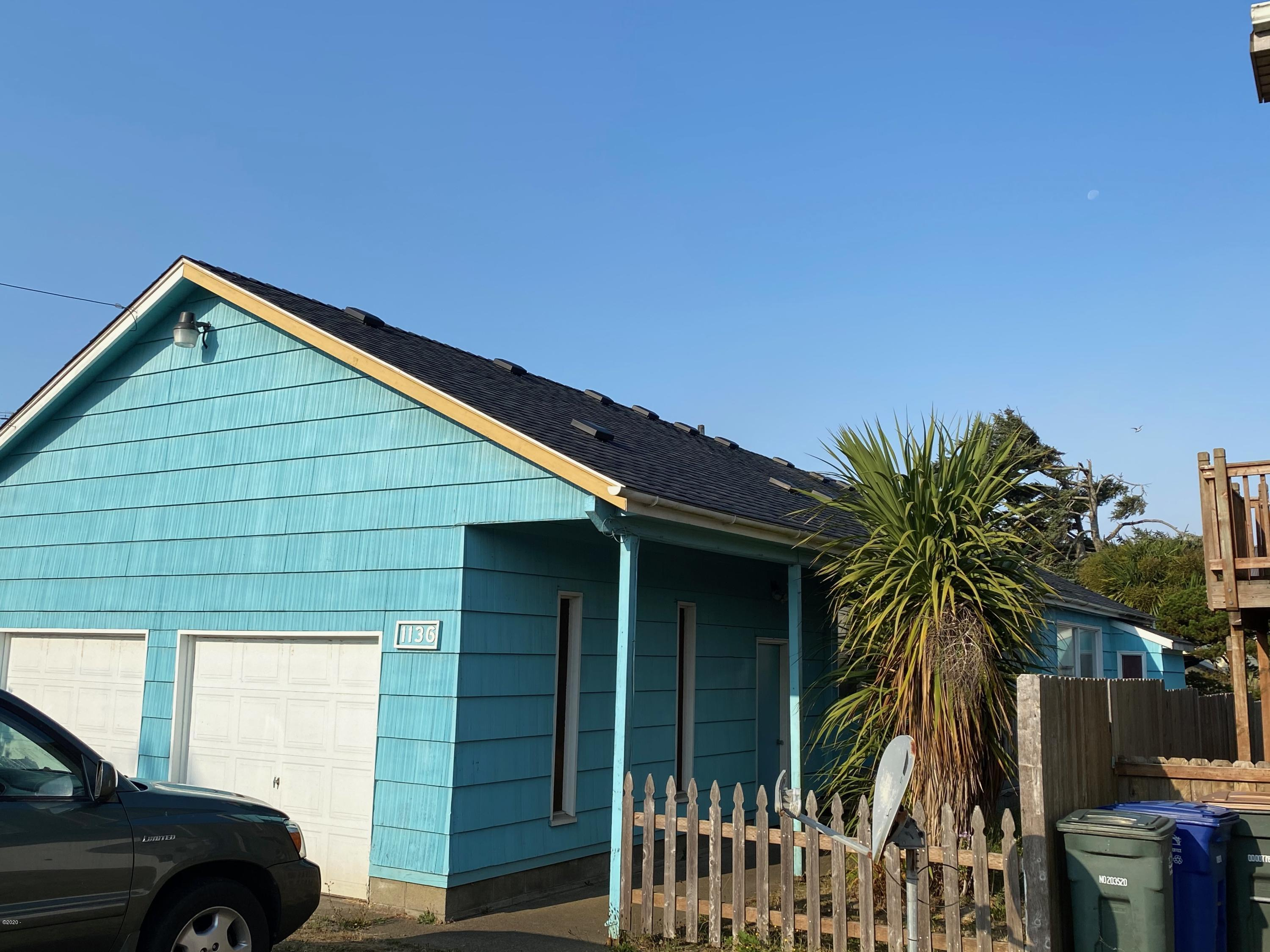 1136 SW 8th St, Newport, OR 97365